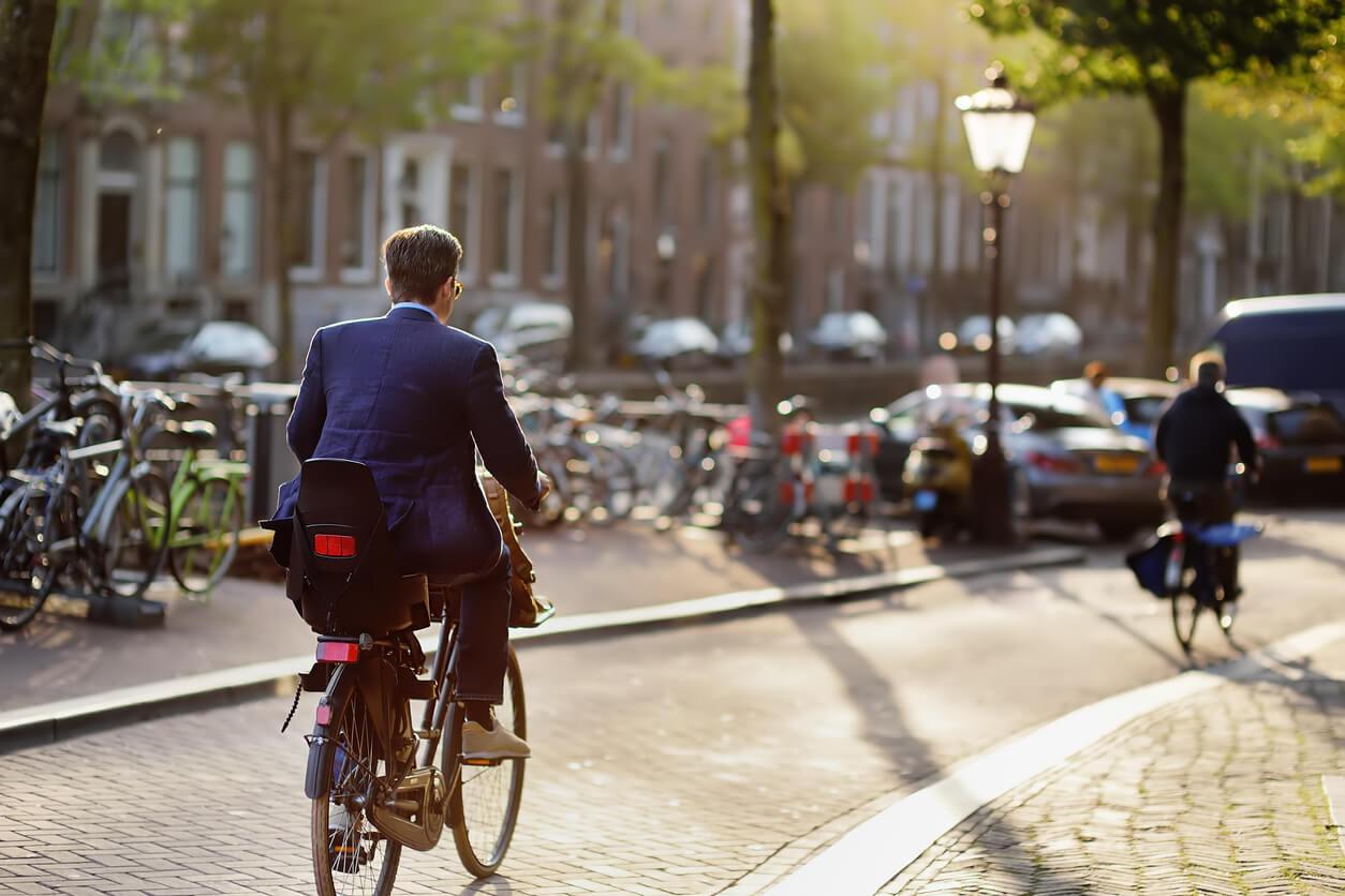 Een e-bike leasen of fiets op de zaak in plaats van een bedrijfswagen?